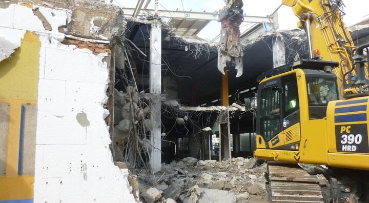 Foto vom Abbruch des Bestandsgebäudes am Grundstück green21